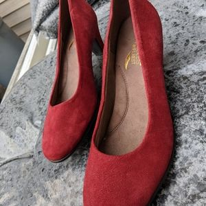 NWOT Aerosoles Red Leather Low Pumps Size 8M